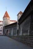 老设防塔和墙壁 图库摄影