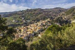 老诺曼底` s城堡和中世纪城市,拉梅齐亚泰尔梅,卡拉布里亚,意大利 免版税库存图片
