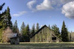 老谷仓和棚子 库存图片