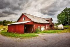 老谷仓在乡下 库存图片