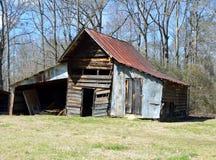 老谷仓在农村乔治亚 免版税库存照片