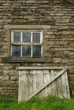 老谷仓房子。 免版税库存照片