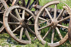 老购物车轮子 免版税库存照片