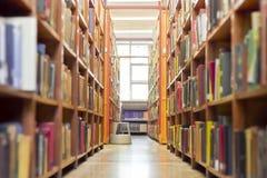 老走廊图书馆 图库摄影