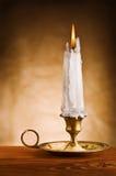 老起火蜡烛烛台 免版税库存图片