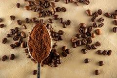 老起皱纹的羊皮纸咖啡豆背景  库存图片