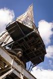 老起重机在船坞 免版税库存照片