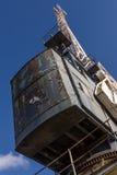 老起重机在船坞 库存照片