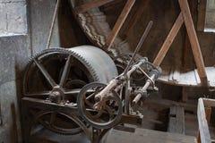 老起重机装置 免版税图库摄影