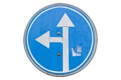 老路标`向左转和在白色隔绝的直直往前的` 库存照片