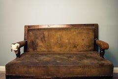 老跳动沙发 免版税库存图片