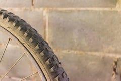老轮子自行车 免版税库存图片