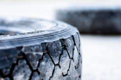 老轮胎。 免版税库存照片