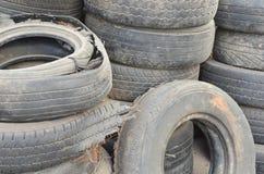 老轮胎堆  免版税库存图片