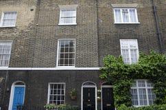 老连栋房屋在伦敦 库存图片