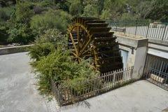 老造纸厂的木水车 图库摄影