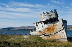老遭到海难的小船 库存照片