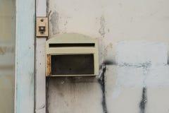 老配件箱邮件 免版税图库摄影