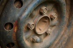 老金属合金轮子汽车车 库存图片