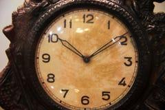 老金属时钟的面孔 免版税库存照片