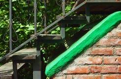 老金属楼梯 免版税库存照片
