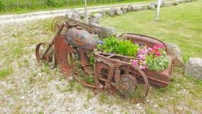 老金属生锈的自行车 库存照片