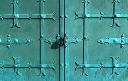 老金属生锈的门 图库摄影
