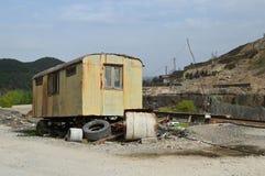 老金属矿和冶金工厂废墟  免版税库存图片