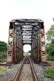 老金属铁路桥梁 免版税图库摄影