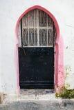 老金属门在麦地那,唐基尔,摩洛哥 库存照片