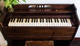 老钢琴木头 图库摄影