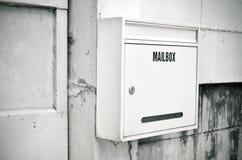 老钢白色邮箱 免版税库存图片