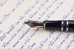 老钢笔和老原稿 免版税库存图片