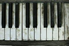 老钢琴 免版税图库摄影