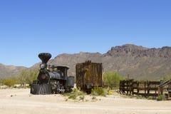 老铁火车在西部的沙漠 库存图片