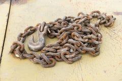 老铁生锈的链子 免版税库存图片