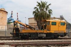 老铁路卷扬的起重机 免版税库存照片