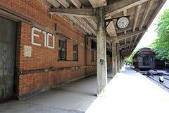 老铁路平台在redtory创造性的公园,广州市,瓷 免版税库存照片