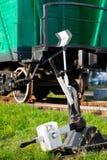 老铁路开关和火车无盖货车 图库摄影