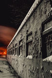 老铁路支架在晚上 库存图片