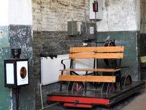 老铁路handcar在narrow-gauge铁路路轨 图库摄影