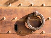 老铁锁和门 库存照片
