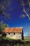 老锡顶房顶了谷仓 图库摄影