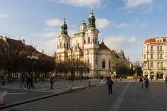 老镇中心的圣尼古拉斯教会在布拉格的老镇的心脏。 图库摄影