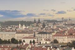 老镇中心的美丽的景色和Tyn教会和圣Vitus大教堂在布拉格,捷克 免版税库存照片