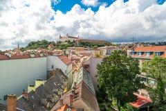 老镇全景都市风景视图在布拉索夫 免版税库存照片