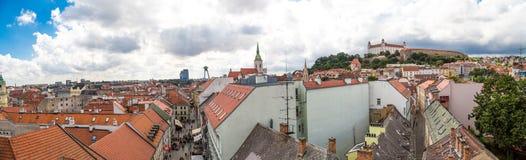 老镇全景都市风景视图在布拉索夫 免版税库存图片