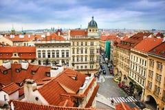 老镇全景鸟瞰图在讨厌的cloydy天, mala strana,布拉格捷克共和国 图库摄影
