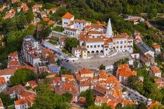 老镇和全国宫殿-辛特拉葡萄牙 图库摄影