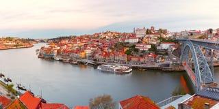 老镇和杜罗河河在波尔图,葡萄牙 图库摄影